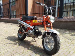 Honda Dax ST70E